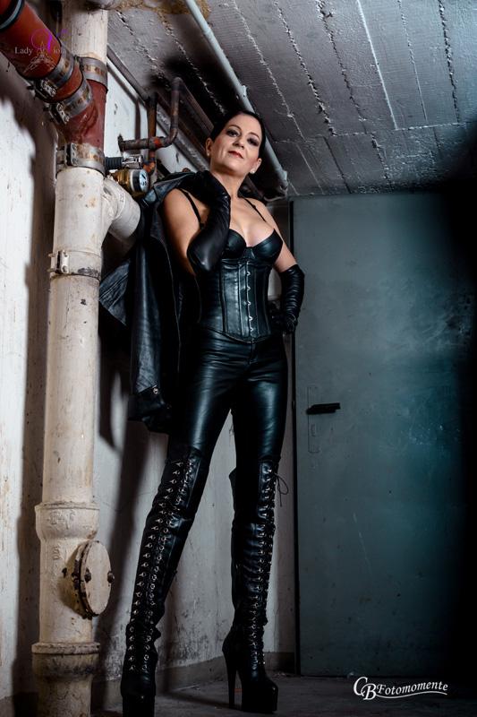 SM-Kontakt Domina Bizarr Lady Viola aus 20099 | Nachtladies