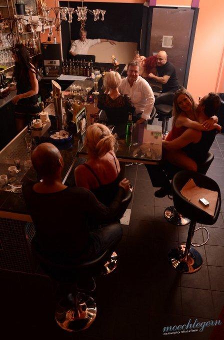 frivole bar hannover pvc regenmantel lack