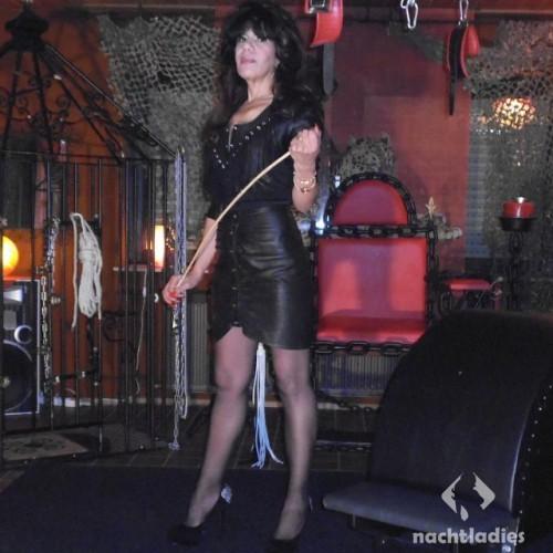 Hostess Rohrstockdomina Angela aus Heidelberg | Nachtladies