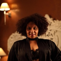 Shades-Escort Aachen: plus Size Model Samira