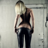 Shades-Escort Nele